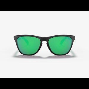 NIB never worn Oakley frog skins green & black
